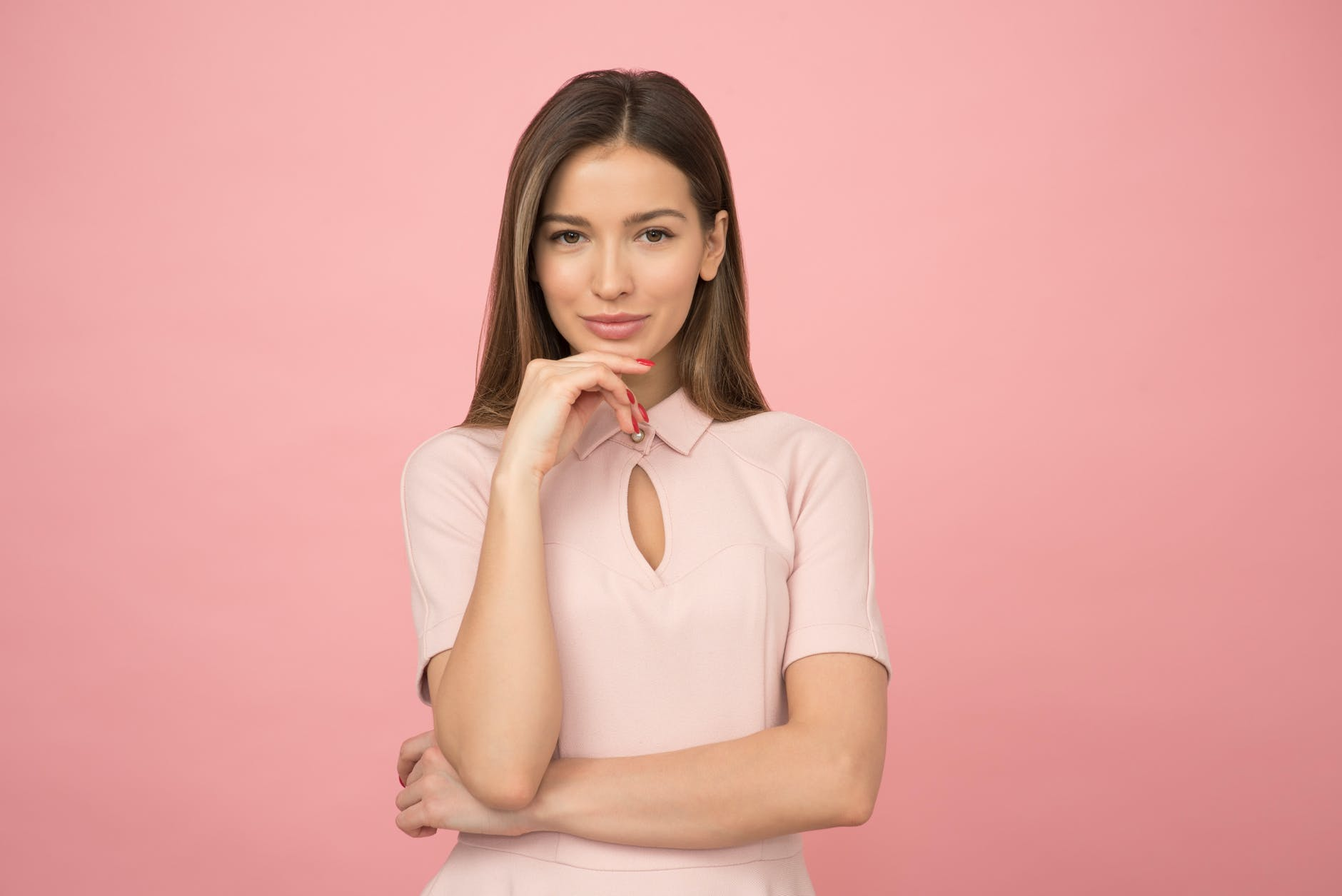 woman wearing pink collared half sleeved top